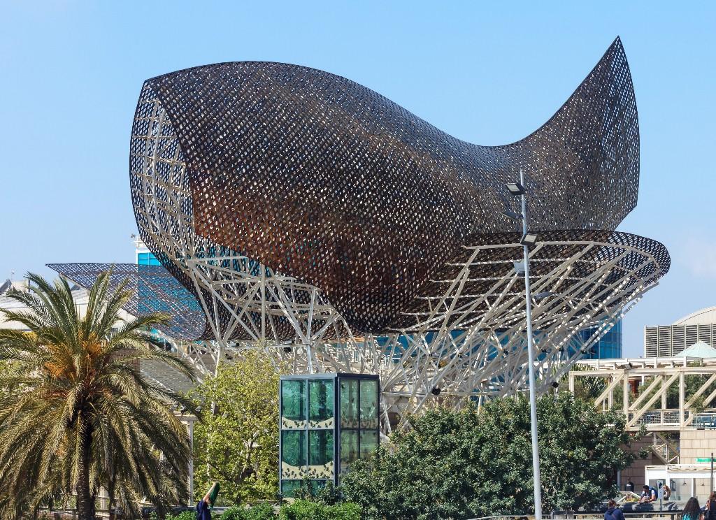 Escultura_de_Frank_O._Gehry_con_forma_de_peixe